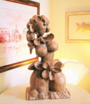 Sculpture chêne femme fleur cérusée