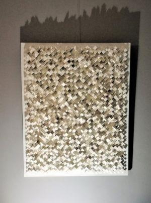 Bas relief blanc en diagonale
